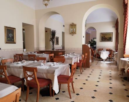 Large and bright dining room hotel Genio Turin